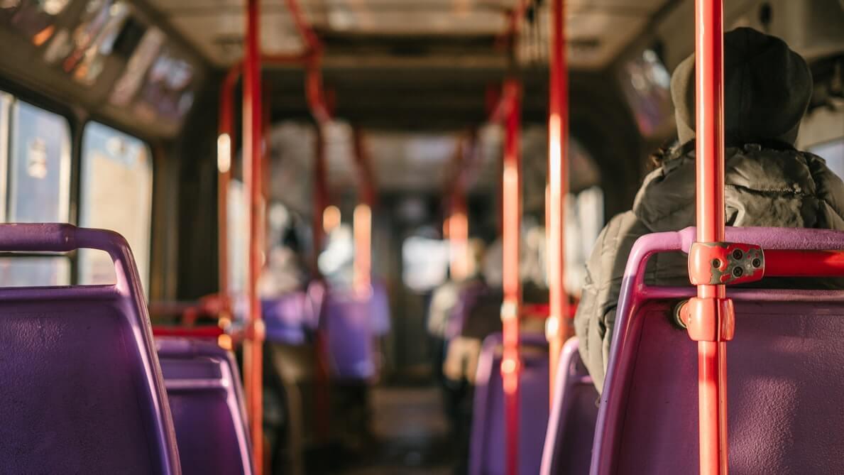 【エッセイ】なぜ電車やバスの優先席に座らないのか